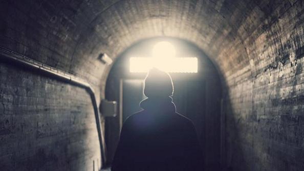 Niel Thastum - SUICIDE TOURISTS - ECHO ARTISTS.png