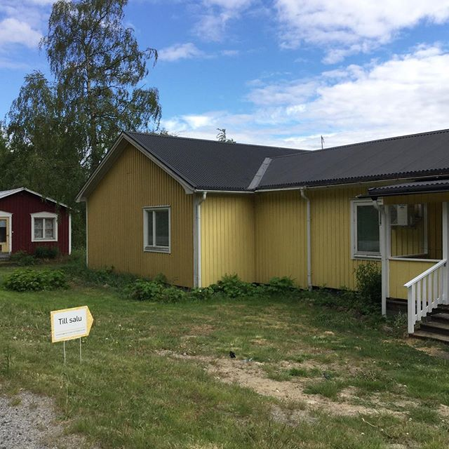Our yellow wooden house with lake view is for sale. Västerbotten, North Sweden. 🇸🇪 #movetosweden