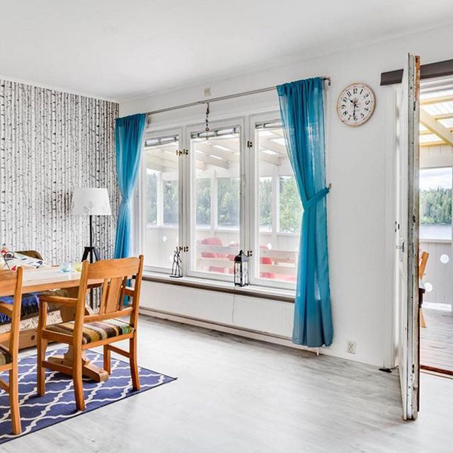 Thinking about moving to Sweden? 🇸🇪 Our Swedish home is for sale in Västerbotten. 🏠 Dining Room with Swedish birch wallpaper and birch laminate flooring. Door leading on to the balcony with views overlooking the lake. More information at: https://www.svenskfast.se/hus/vasterbotten #movetosweden
