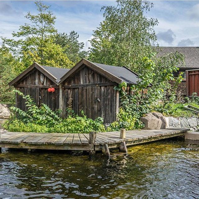 Wooden buildings at Skansen, Sweden. The worlds oldest open-air museum, where you can discover Sweden's history and find out how Swedes once lived. 👫 Photo by Hasse Lundqvist. #skansen #openairmuseum