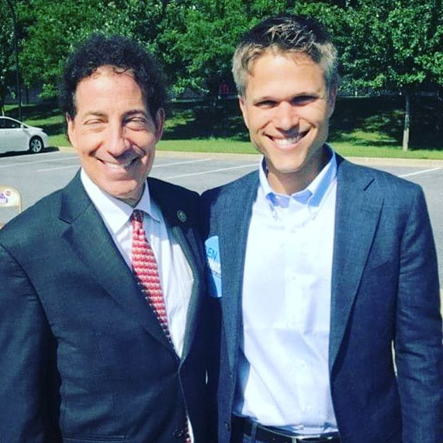 Great to greet voters alongside Rep. Jamie Raskin this morning in Leisure World. Volunteering on his first state Senate race as a student activist taught me the power of progressive organizing.