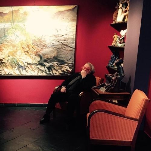 Nino Bernocco nella sua galleria.