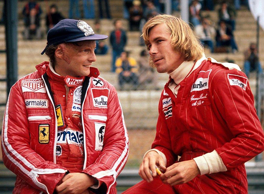 I veri Niki Lauda e James Hunt in uno scatto fotografico del 1977