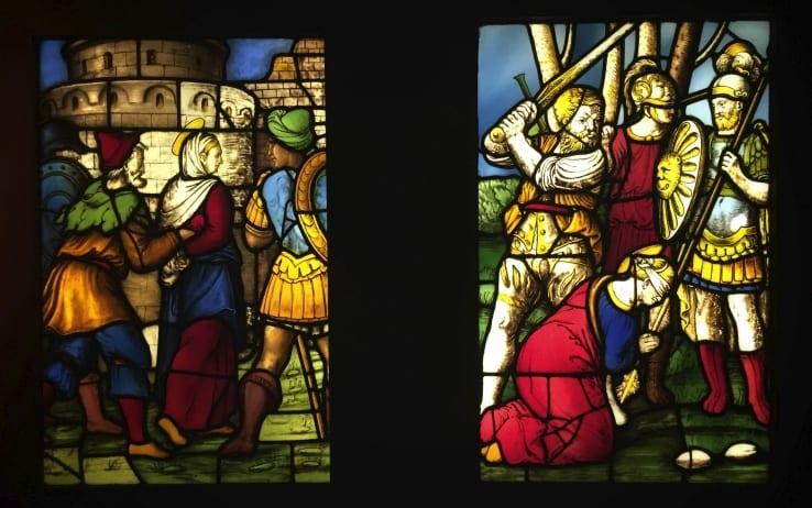 Santa Caterina condotta in carcere, e decapitazione di Santa Caterina. Ante 1556, pannello di vetrata, Milano, Duomo.