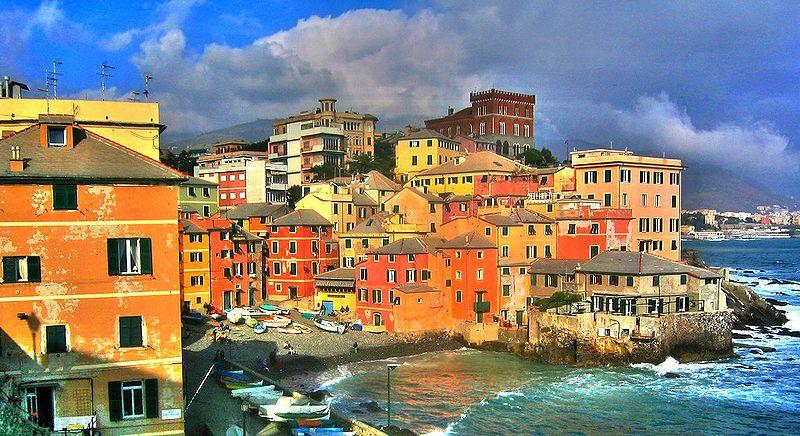 Il piccolo borgo di Boccadasse, con le case colorate affacciate sul mare.