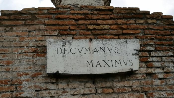 decumanus_maximus