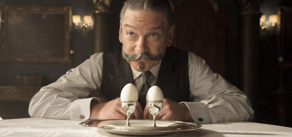 Kenneth Branagh nel ruolo di Hercule Poirot