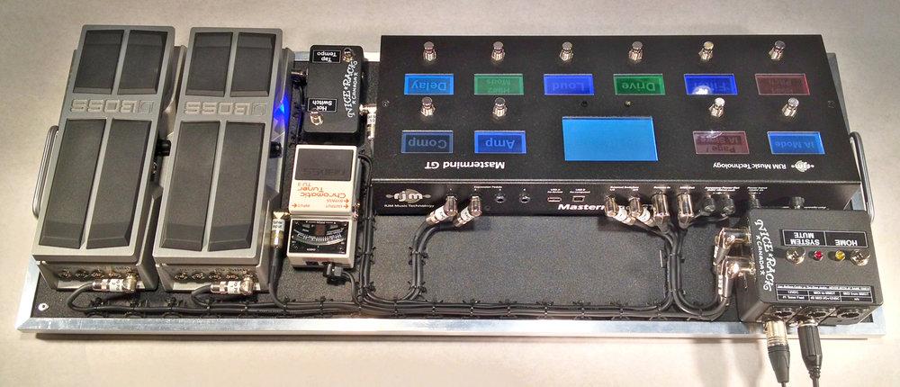 Mars Hotel Matrix Pedalboard System 02.JPG