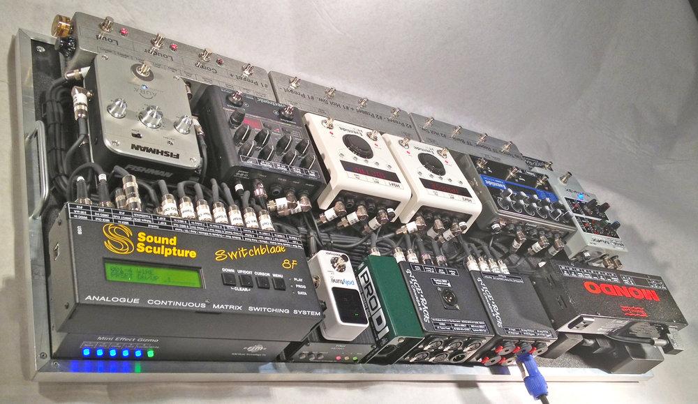 Mars Hotel Matrix Pedalboard System 05.JPG