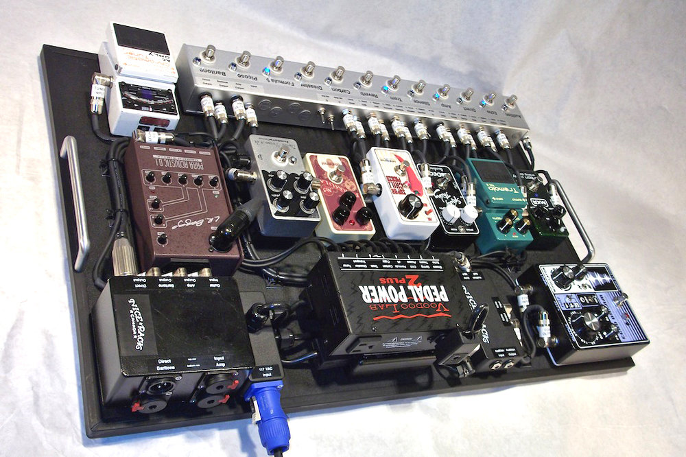 Dallas_Green_Pedalboard_City_and_Colour_2013_03.JPG
