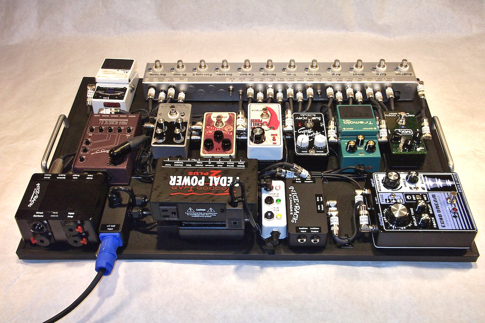 Dallas_Green_Pedalboard_City_and_Colour_2013_04.JPG