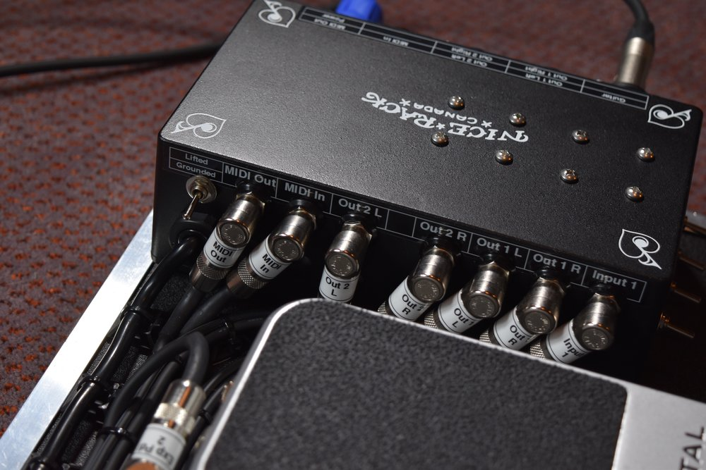 Mark Day Fractal Audio AX8 Pedalboard System 010.jpg