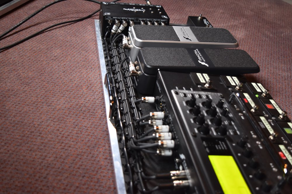 Mark Day Fractal Audio AX8 Pedalboard System 04.jpg