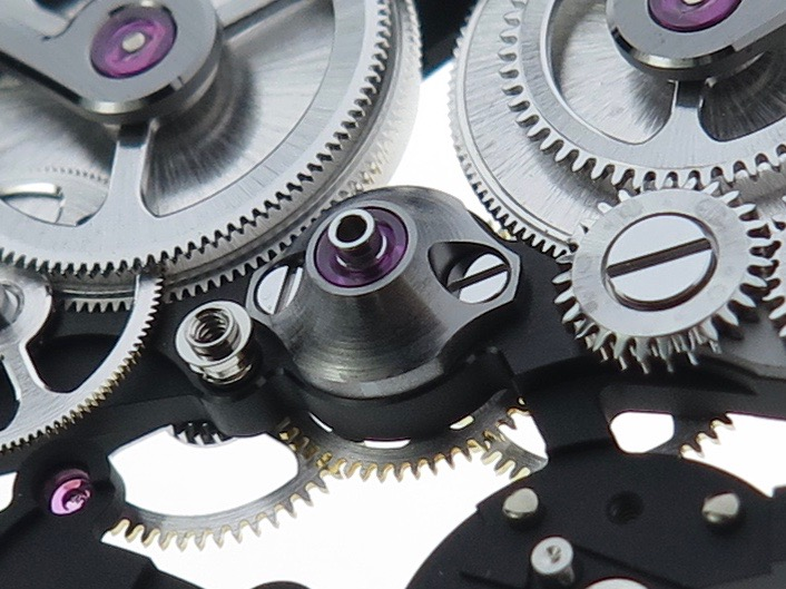The jewelled centre wheel support