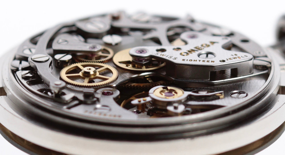 Profile view showing the wheels driving the chronograph