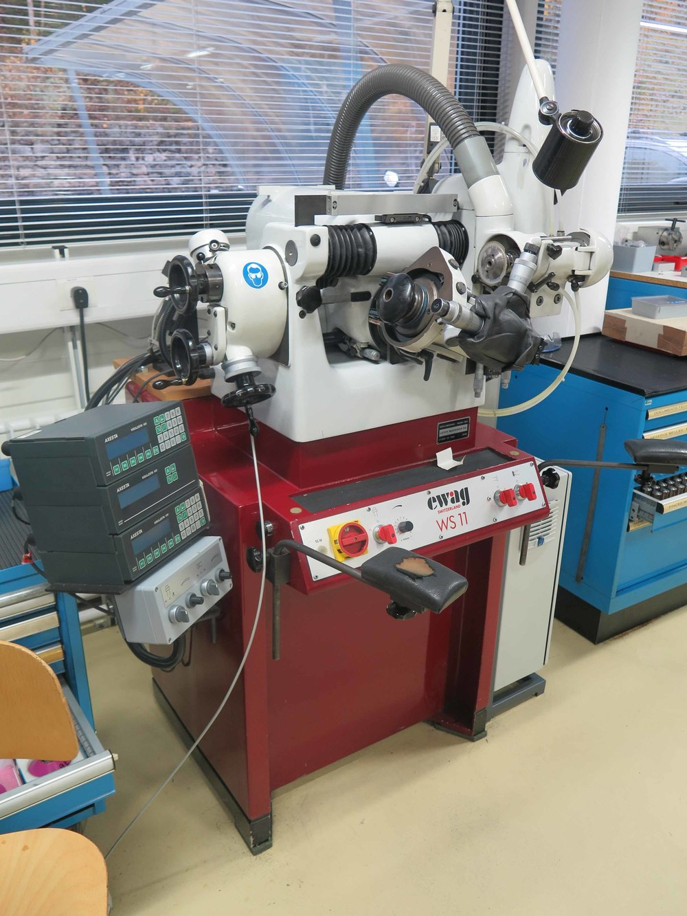 The WS 11 universal grinding machines are suitable for the manufacture and regrinding of high-precision micro tools and production parts from hard metal, steel or other materials.