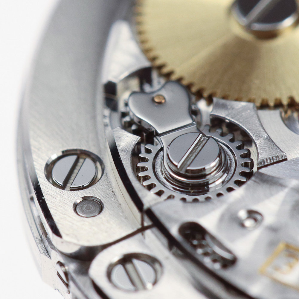 The manual winding pinions meshing with the upper crown wheel