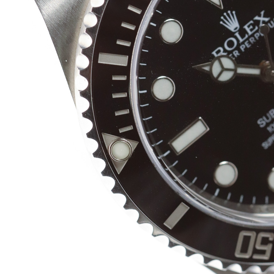 The divers uni-directional rotating bezel