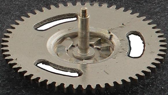 Lower winding clutch pinion