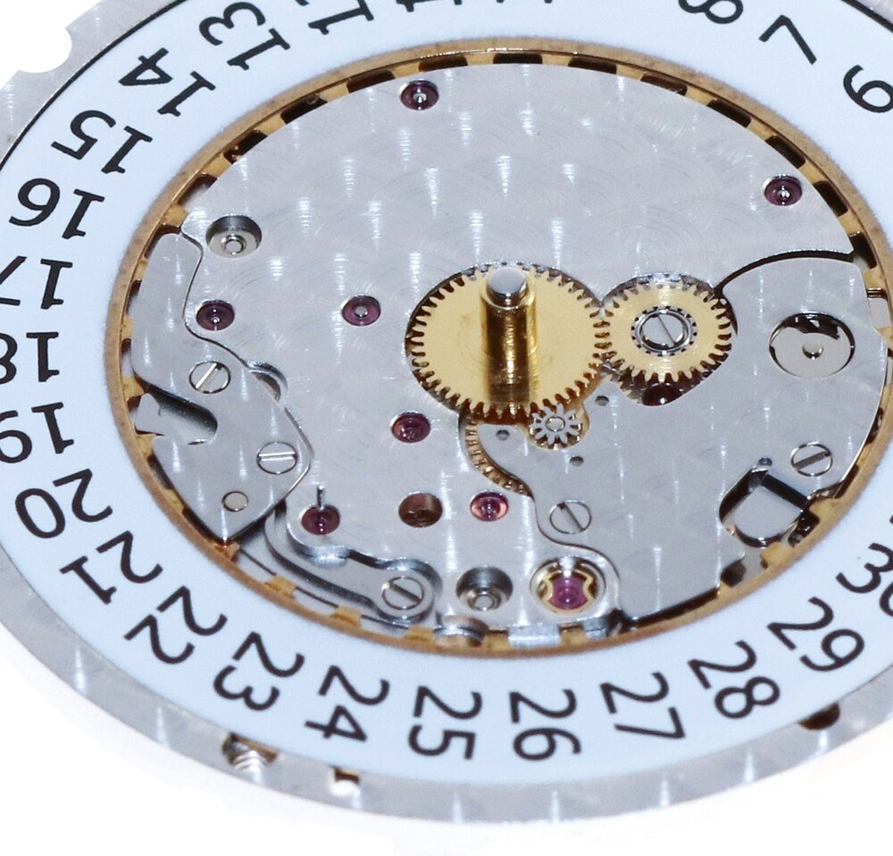 The date disc sits in the main plate to allow the dial to avoid touching it when assembled