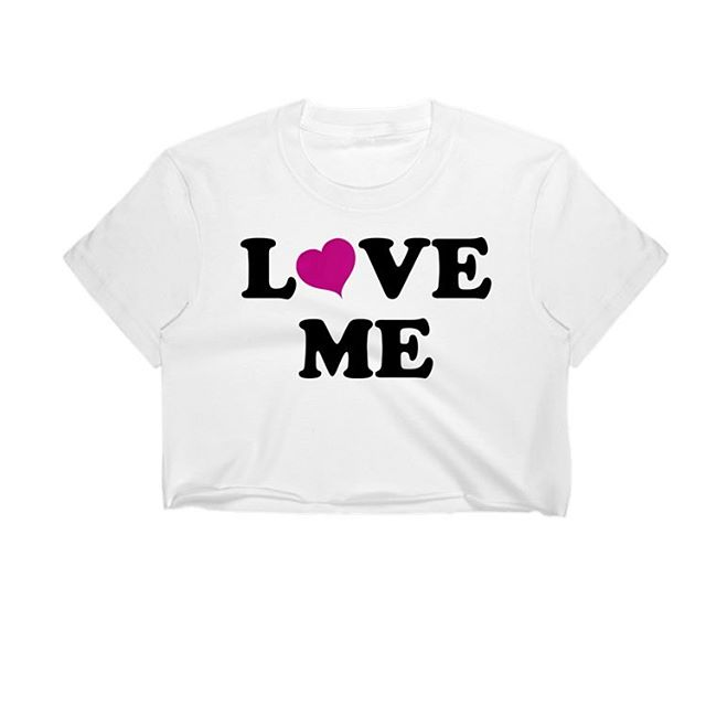 L💗ve me... Shirt available on our site. Link in bio 😍