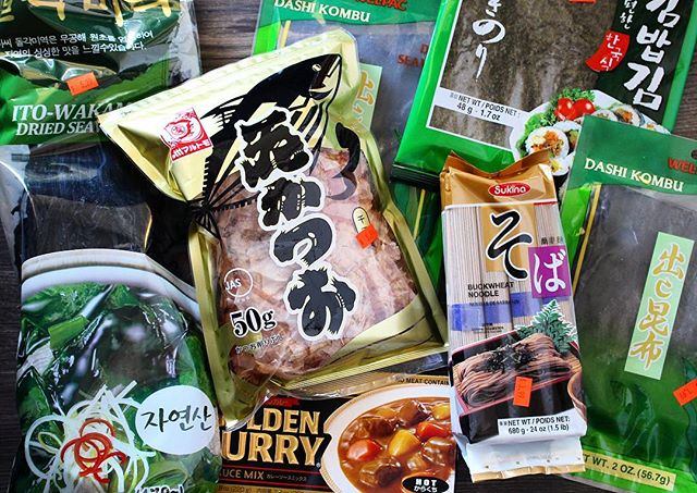 I'm going to make a homemade hardy miso soup. Just need to get the final ingredients from HEB. I also am excited about trying the Golden Curry and I'm going to try to make onigiri. #japanesefood #cook #cooking #food #seaweed #kombu #Dashi  #bonito #flavor #yum #dinner #soba #noodles #miso #misosoup #soup #goldencurry #curry