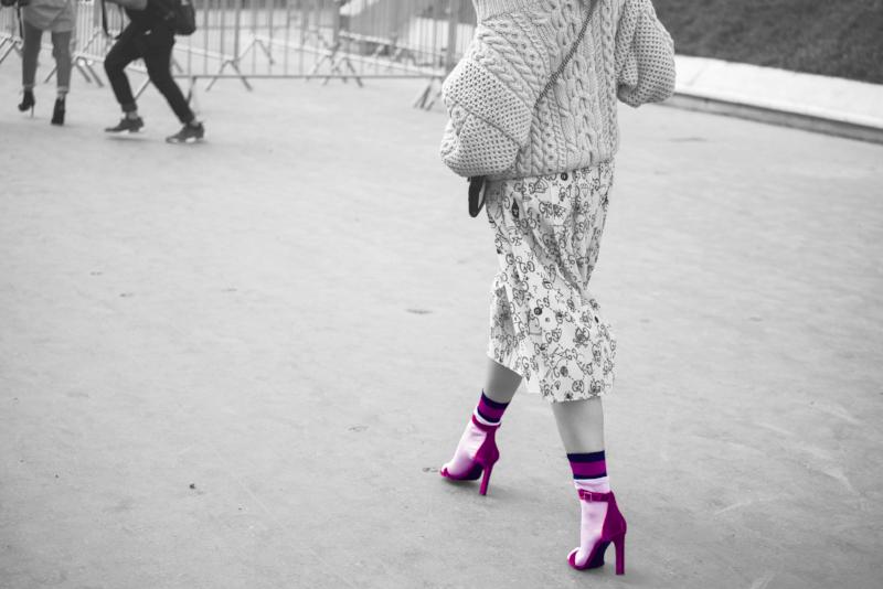 fuschia shoes.png
