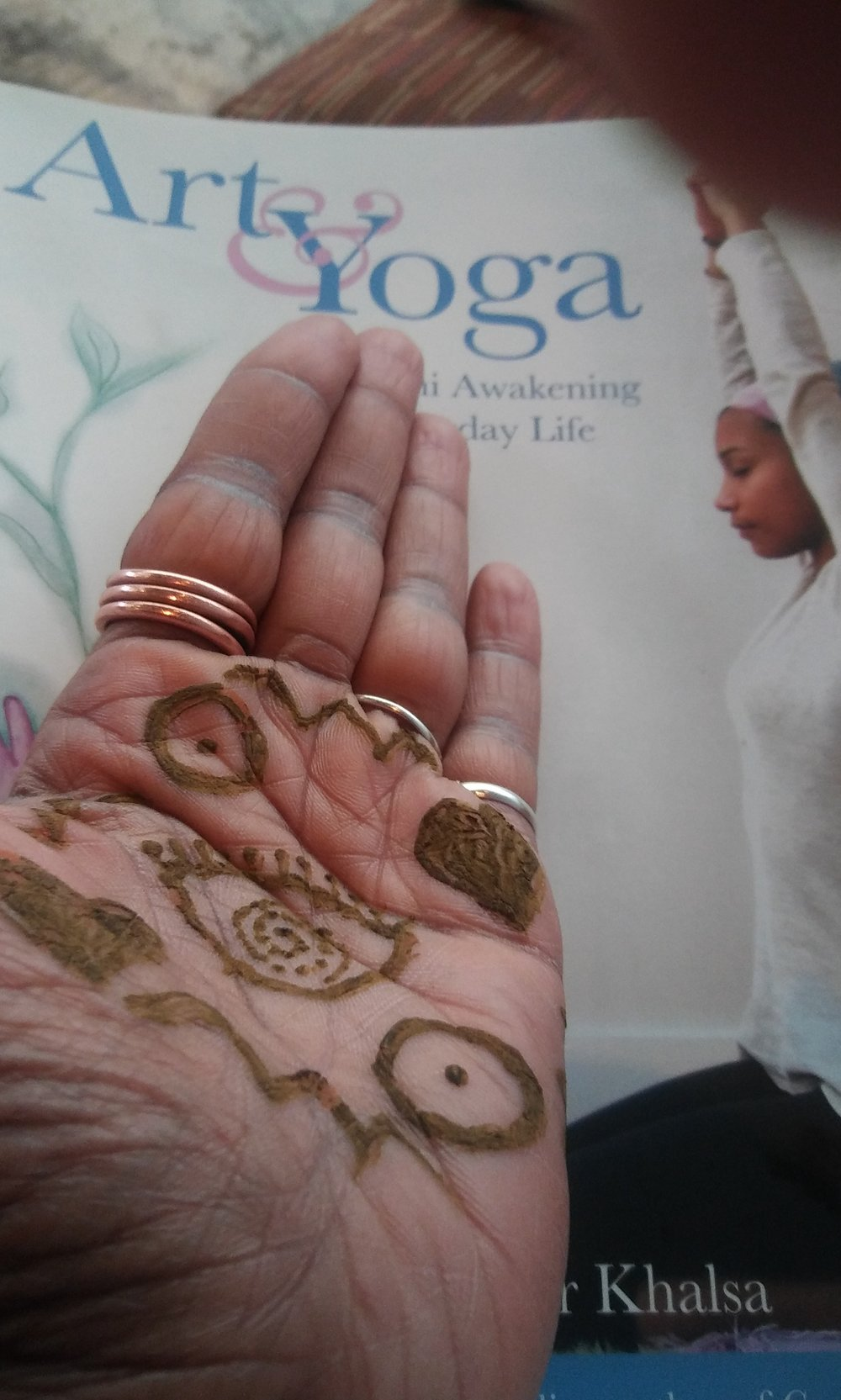 MutShat facilitates Sacred Art and Yoga classes.