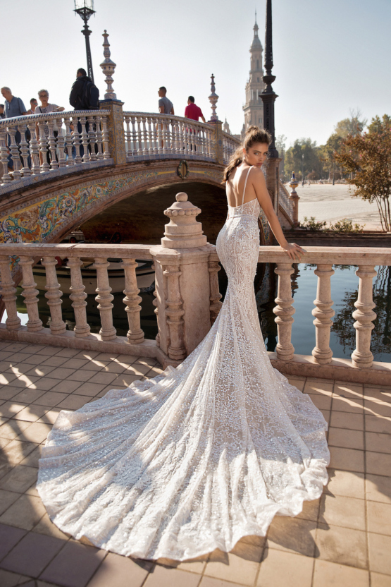 World-Exclusive-The-Sparkling-Berta-Fall-2018-Seville-Collection-33-555x832.jpg