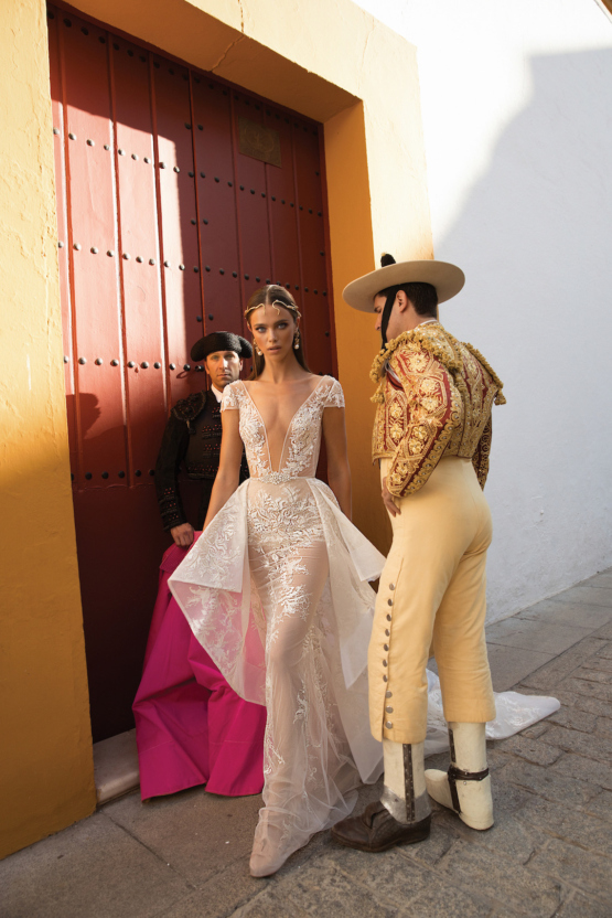 World-Exclusive-The-Sparkling-Berta-Fall-2018-Seville-Collection-57-555x832.jpg