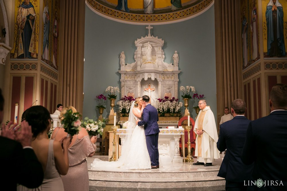39-stmonica-catholic-church-santa-monica-wedding-ceremony-photography.jpg