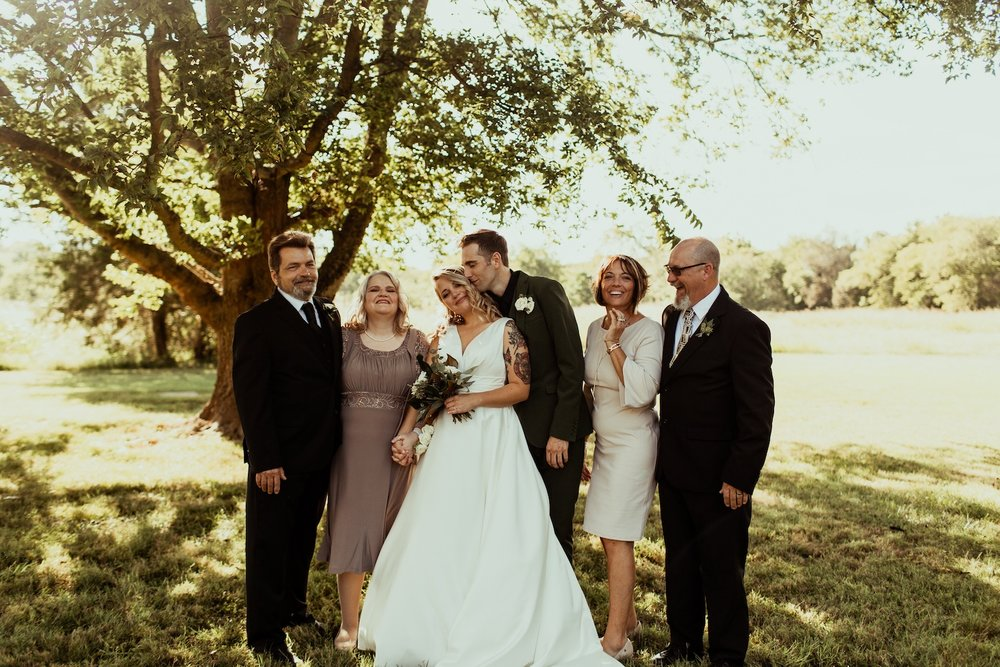 bride+and+groom+with+their+parents