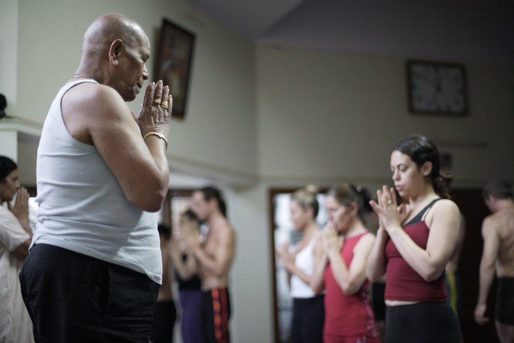 Opening mantra with Śrī K. Pattabhi Jois in Mysore