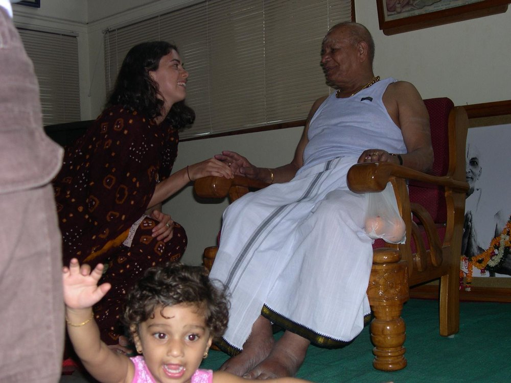 Zoë and Guruji (Mysore 2002).