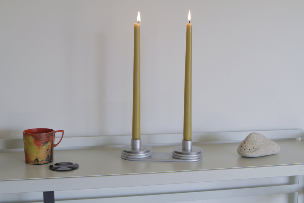 Biscuit edge candle holder