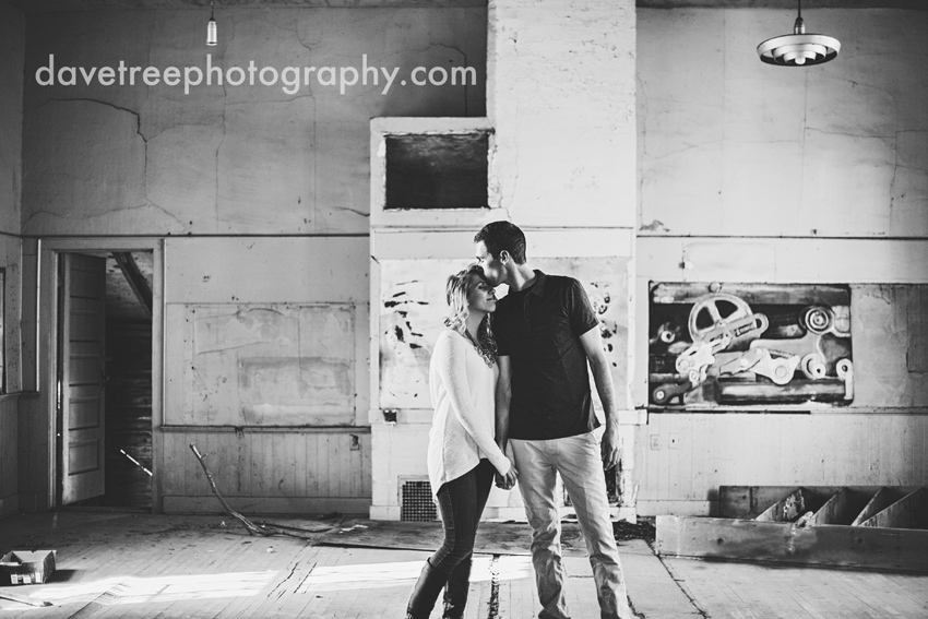 grand_rapids_photographers_engagement_session_02