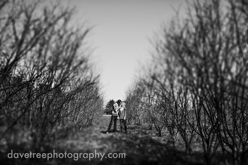 grand_rapids_photographers_engagement_session_08