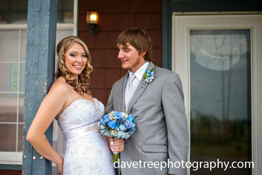 detroitlionsinspiredweddingsaginawmichiganweddingphotographers01