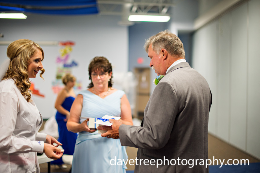 detroitlionsinspiredweddingsaginawmichiganweddingphotographers65