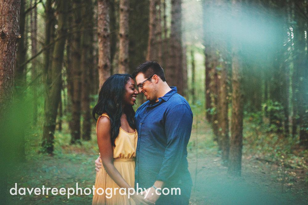 kalamazoo_wedding_photographer_kalamazoo_engagement_photographer_16.jpg