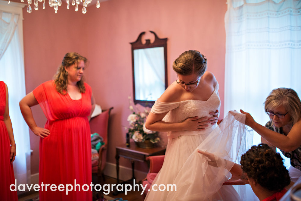 grand_haven_wedding_photographer_weaver_house_wedding_103.jpg