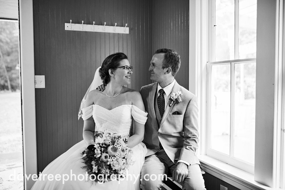 grand_haven_wedding_photographer_weaver_house_wedding_02.jpg