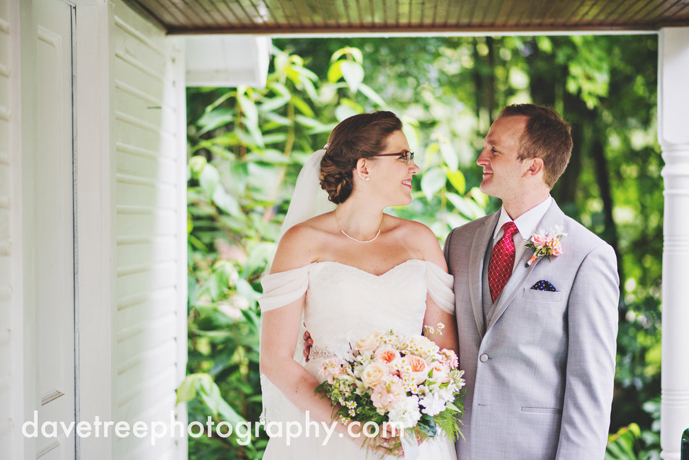 grand_haven_wedding_photographer_weaver_house_wedding_01.jpg