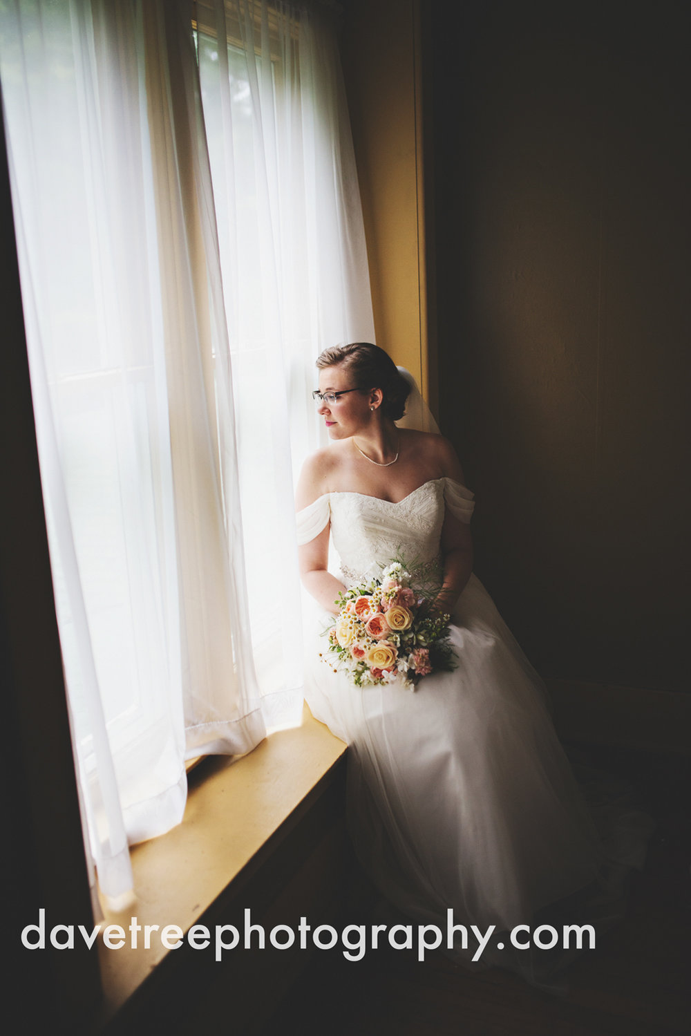 grand_haven_wedding_photographer_weaver_house_wedding_10.jpg