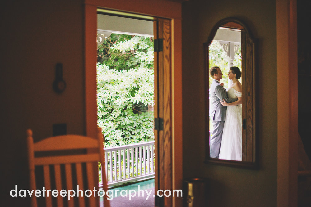 grand_haven_wedding_photographer_weaver_house_wedding_18.jpg