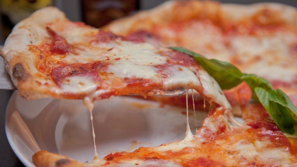 mia_pizzeria_pizza_margherita_cheese_tasty.jpg