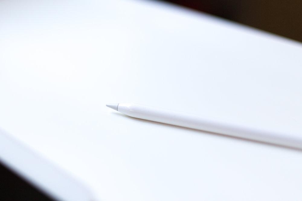 b&w-ipad-lettering-pencil