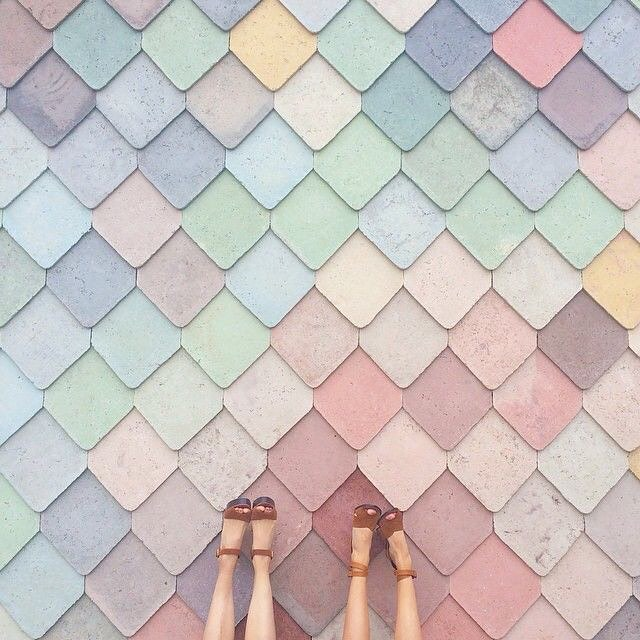 PRETTY PASTELS - From Bangkok we now take you to the Sugarhouse Studios in London and their amazingly pretty feature wall as captured here by @belleandbunty . Wouldn't mind this wall in the playroom for the little girls now, would we?