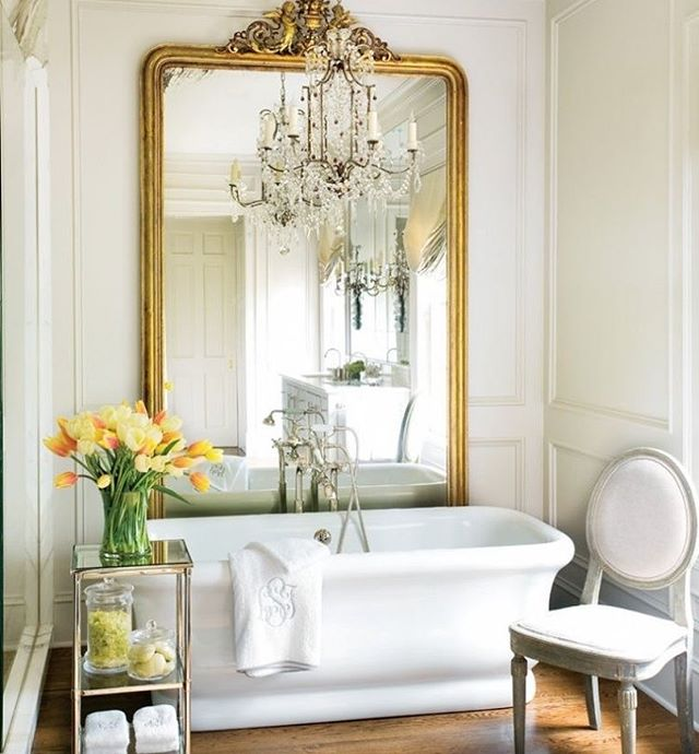 ORNATE MIRROR - One large, statement mirror in the bathroom and we say, why not? Because normal and plain bathroom mirrors are too mainstream 💁🏻