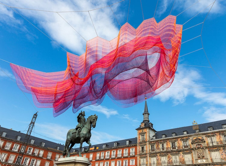 Janet Echelman,  1.78 Madrid ,  2018, 600,000 tied knots and 77 miles of twine